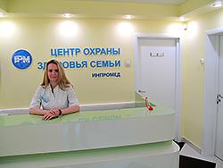Стойка холла медицинского центра охраны здоровья семьи